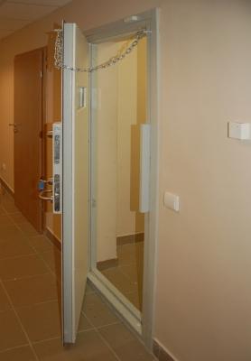 Specialios durys 4